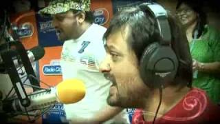 Sajid-Wajid singing at a Radio station