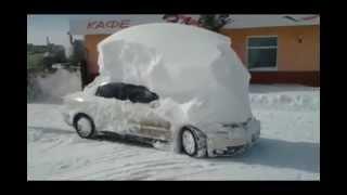 Замуровали, демоны, - машина в снегу