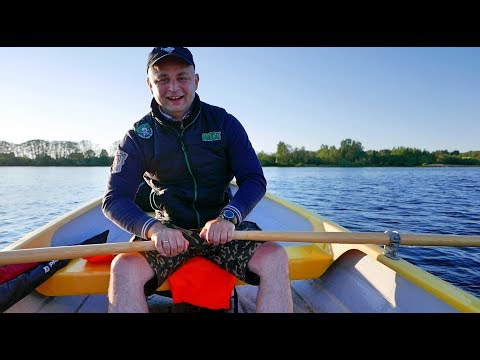 как искать окуня на озере с лодки видео