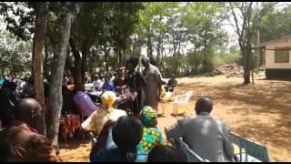 Akothee akiongea kwenye shule ya St. Alberts Ulanda Girls, Kenya