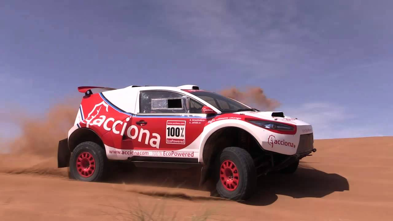 El coche ACCIONA 100% EcoPowered, preparado para el Rally Dakar 2016