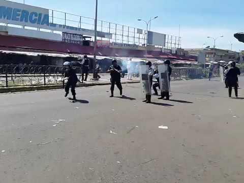 Guardia Nacional Bolivariana represses protest by Venezuela's hungry
