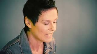 "Lisa Stansfield ""Deeper"" Track-by-Track: ""Butterflies"""