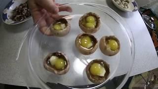 Шампиньоны с перепелиным яйцом на завтрак