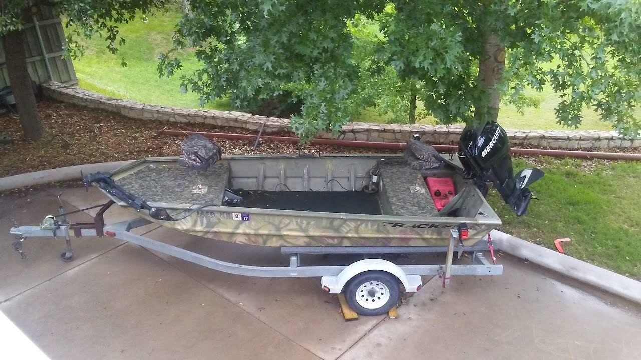 Hydroturf Install In A Grizzly Tracker 1548 Duck Boat