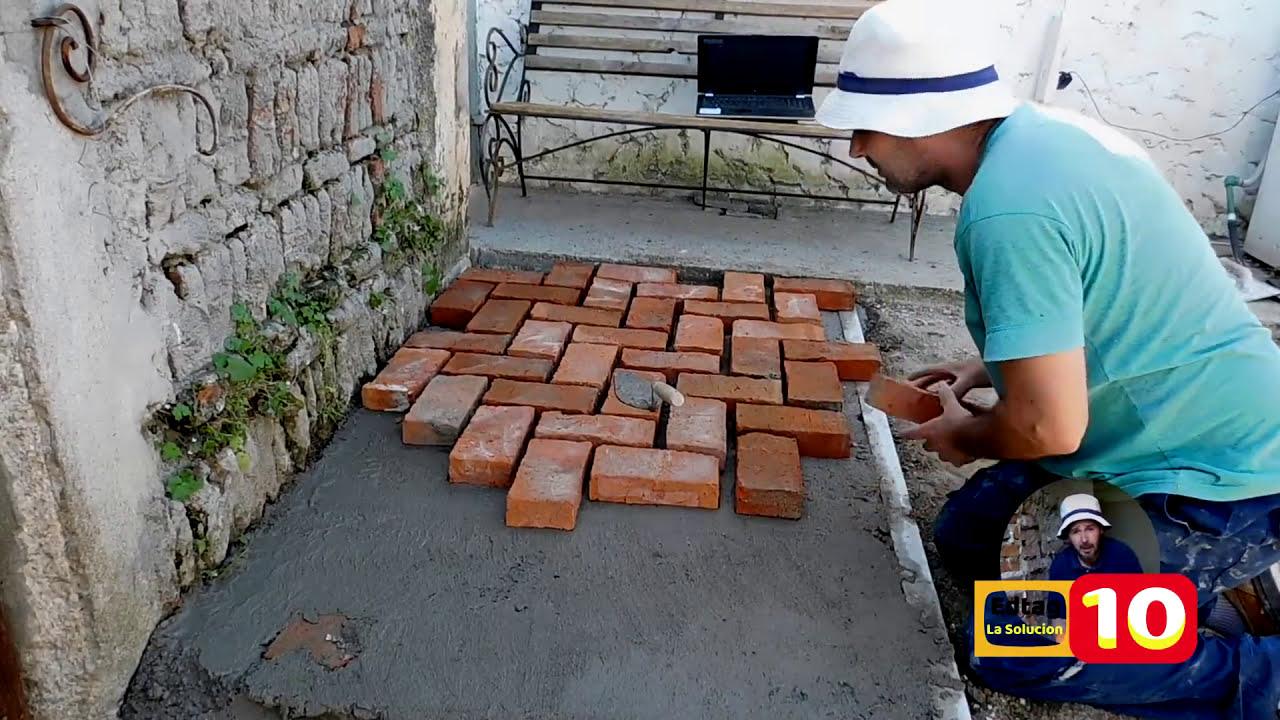 Piso exterior con ladrillos r sticos youtube for Como colocar adoquines en el jardin
