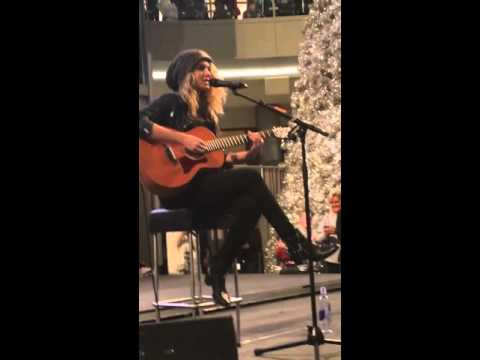 Tori Kelly - Unbreakable Smile - Mall Of America 11/27/2015