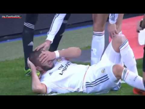 Cristiano Ronaldo amazing jump over a cross bar