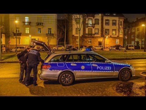 [POLIZEIEINSATZ IM ZKM] Polizei überwältigt verdächtigen Kinobesucher | FILMPALAST KARLSRUHE