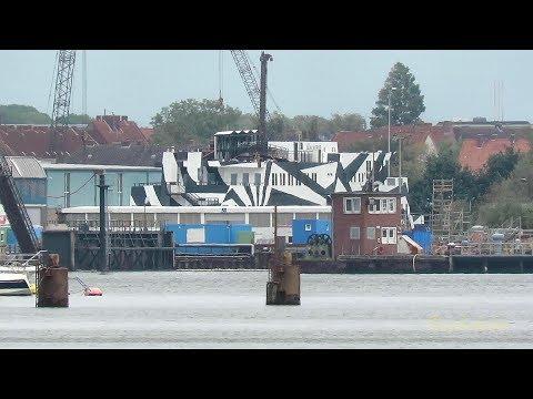 Schwimmendes Hotel Barge 'Sans Vitesse' Floatel in Emden Dockyard Emder Docks