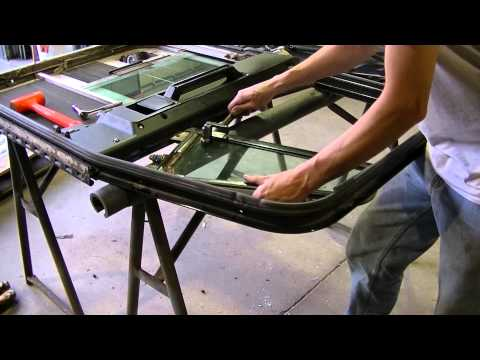 2000 Freightliner Classic Door And Vent Window Disassembly