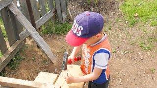 Влог В деревне дети своими силами построили дом будку для собаки