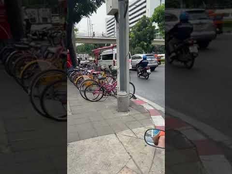 Paolo Chok Chai 4 Hospital Ambulance Responding Code 3 - Bangkok, Thailand
