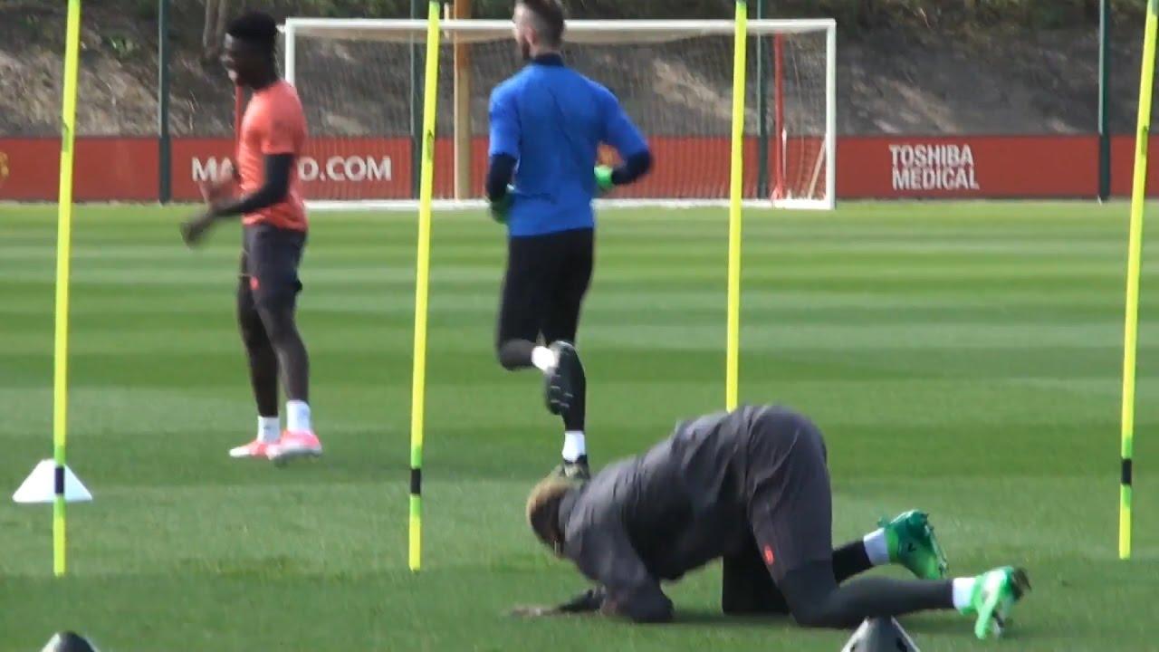 Pogba returns for Man United's Europa clash