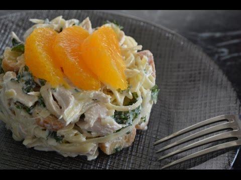 Салат с курицей, сухариками и апельсином