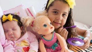 CUIDANDO DE MINHA IRMÃ BEBÊ E DA BABY ALIVE