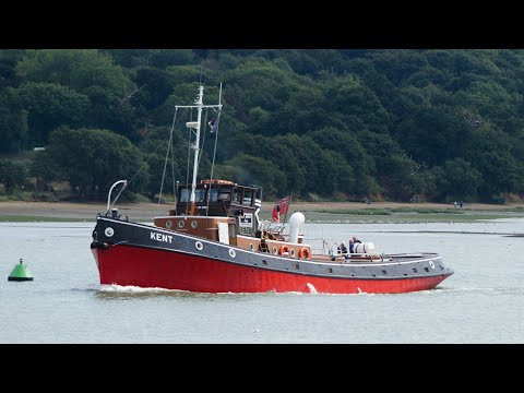 Historic Tug KENT Heading Up The River Orwell To Ipswich 17/8/18