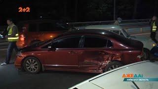 На Житомирской трассе водитель такси решил осуществить маневр который превратился в мощную аварию