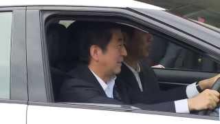 安倍首相が、トヨタFCV(燃料電池自動車)に試乗