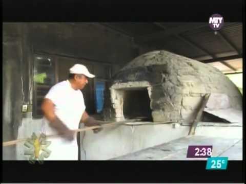 Pan cocido en horno de le a en bustamante nl youtube for Horno de lena con hornilla