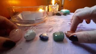 Nou!?Alege intuitiv o piatră de cristal și află ce remediu popular îți poate purta noroc tot anul!?