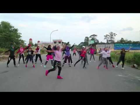 Panyots Family - Hello Kitty Dance Training (Latihan Menari)