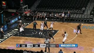 Christian Wood with 8 Blocks against the Nets