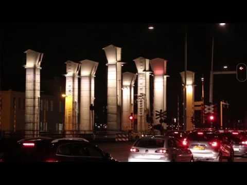 Dynamische Led verlichting kolommenbrug Helmond - YouTube