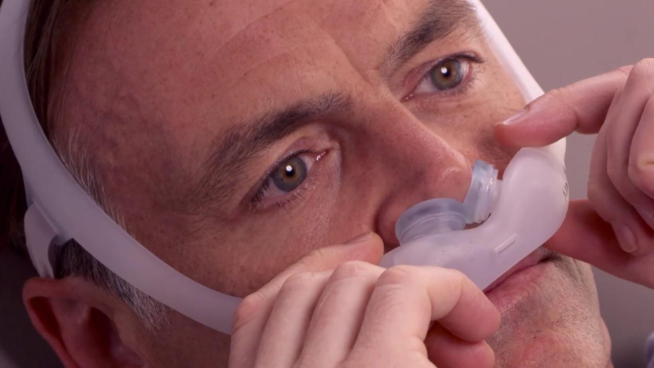 DreamWear Gel Pillows Adjusting for Leaks | Philips