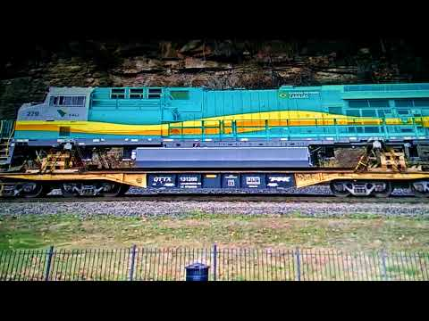 Solo ns sd60 engine pulling a load of brand new engines at the horseshoe curve in altoona PA