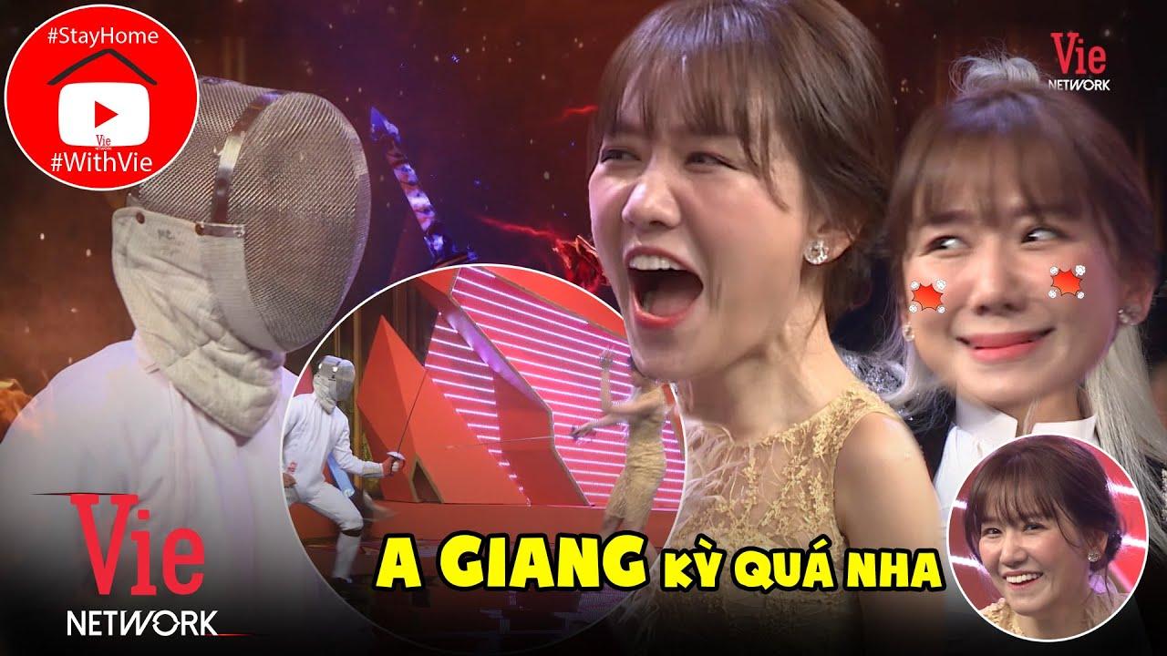 """7749 Biểu cảm siêu đáng yêu của Hari won khi bị Trường Giang """"chọc"""" vì chơi đấu kiếm với trai đẹp"""