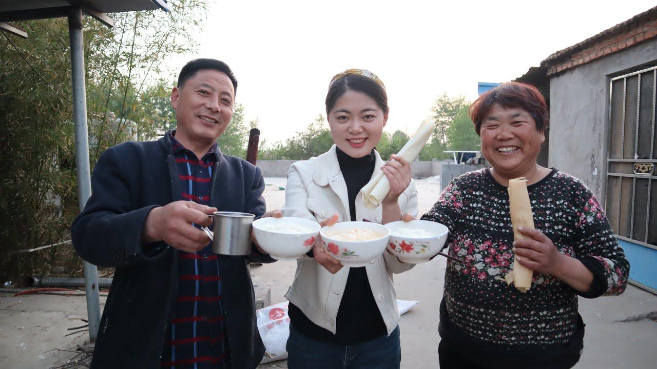 老爸最愛吃豆腐腦,老媽花3小時做給老爸吃,老爸連吃4大碗!