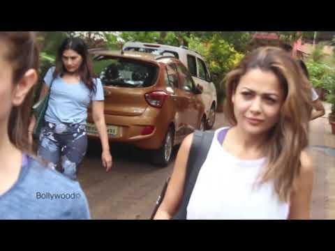 malaika-arora-with-sister-amrita-arora-spotted-at-diva-yoga-bandra