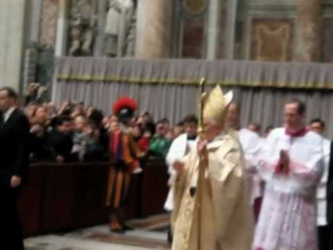 New amateur video of attack on pope