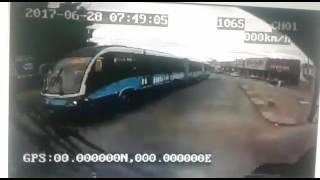 Homem morre após ser atropelado por ônibus do Eixo Anhanguera