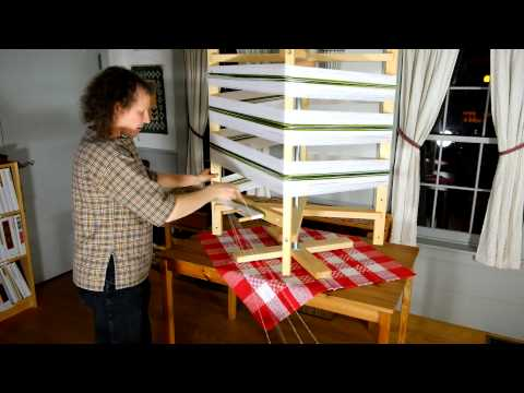 Öxabäck table-top warping mill - Vävstuga store demo - YouTube