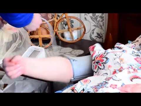 Перемещение лежачего  больного в кресло
