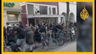 طوابير أمام محلات الحشيش في هولندا قبيل إغلاقها بسبب إجراءات مكافحة فيروس #كورونا
