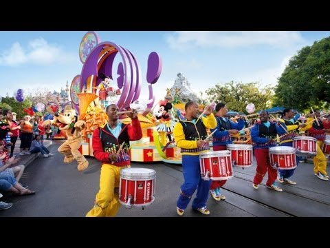 "The Complete 2017 ""Mickey's Soundsational Parade"" at Disneyland"