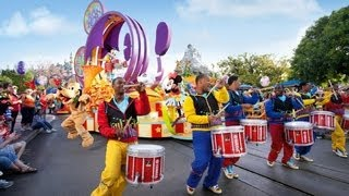 """The Complete 2018 """"Mickey's Soundsational Parade"""" at Disneyland"""