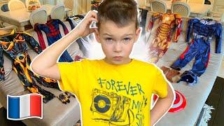 Histoires drôles de jouets avec des costumes pour enfants Cinq Enfants