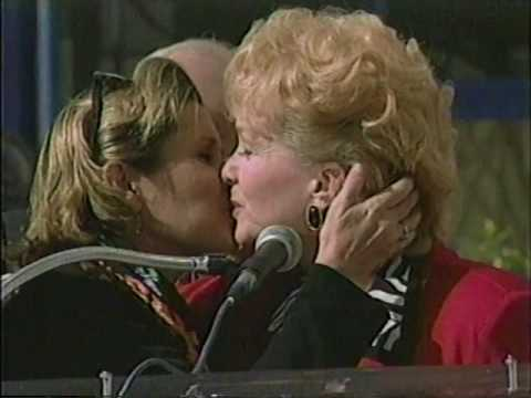 Carrie Fisher presents award to Debbie Reynolds 1997