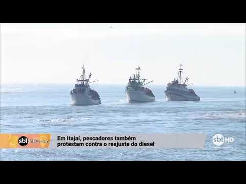 Pescadores de Itajaí protestam contra o reajuste do diesel