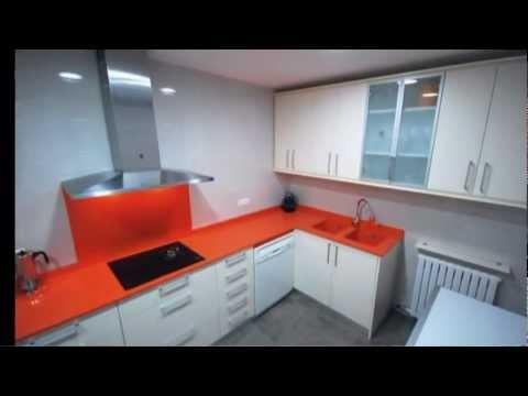 Cocinas blancas y ba os de decoracion youtube for Cocinas integrales blancas