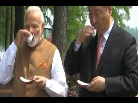 Wuhan Summit: PM Modi & Xi Jinping Have Tea After A Walk Along East Lake | ABP News
