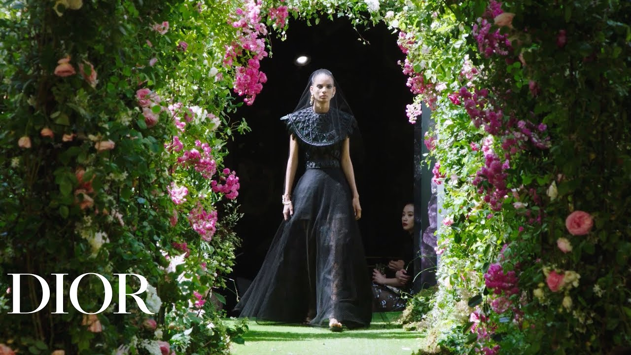 [VIDEO] - Key looks from the Dior Autumn-Winter 2019-2020 Haute Couture show 6
