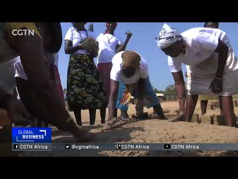 South Sudan: UN troops teach displaced women to build fuel-efficient stoves