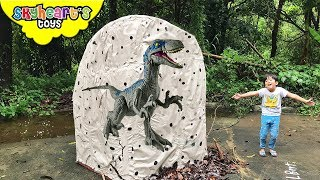 GIANT Jurassic World Egg with 1,000 TOYS!!! Skyheart opens biggest egg with dinosaurs for kids
