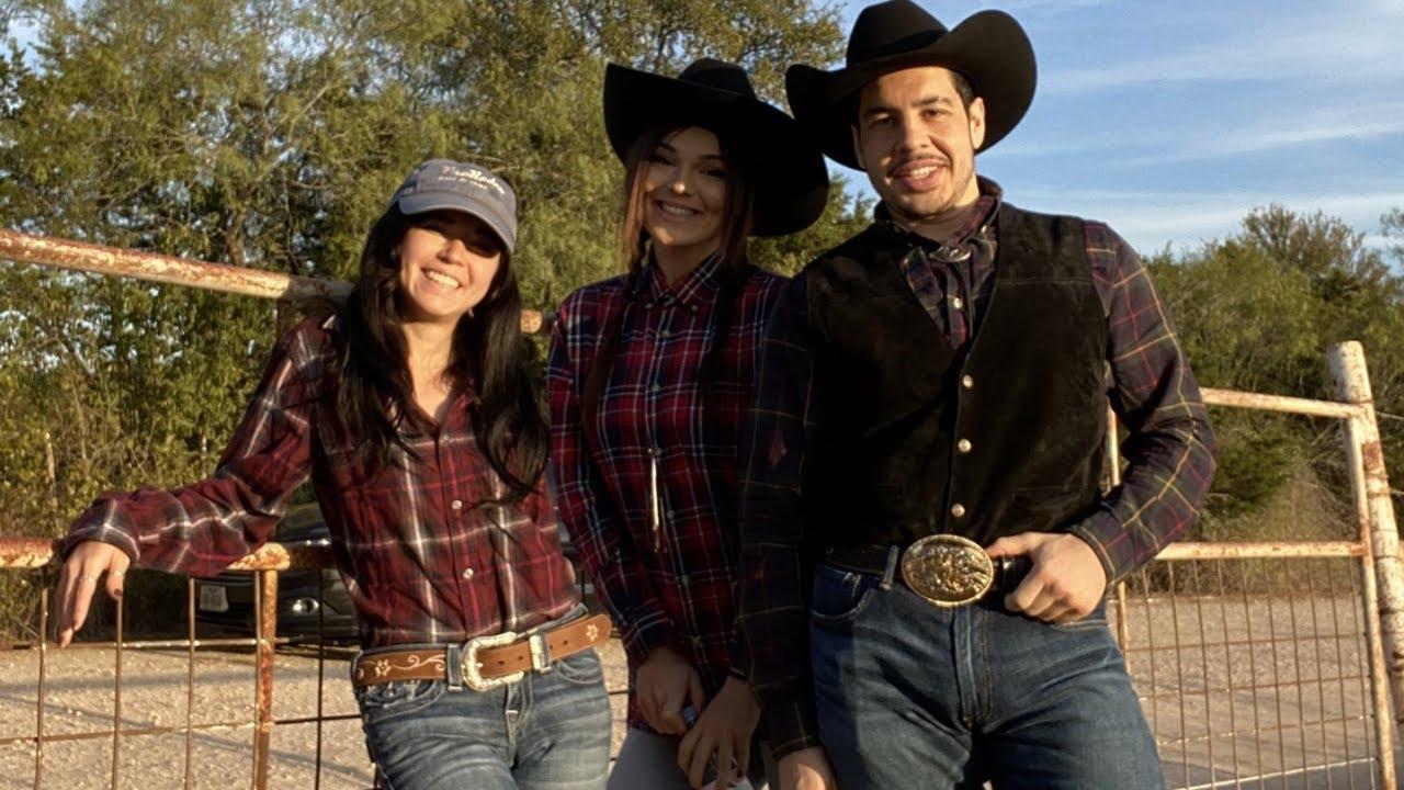 2 Cowgirls