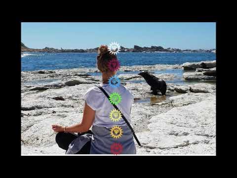 chakra-meditation-mit-edelstein---löse-blockaden-und-erhöhe-deine-energie